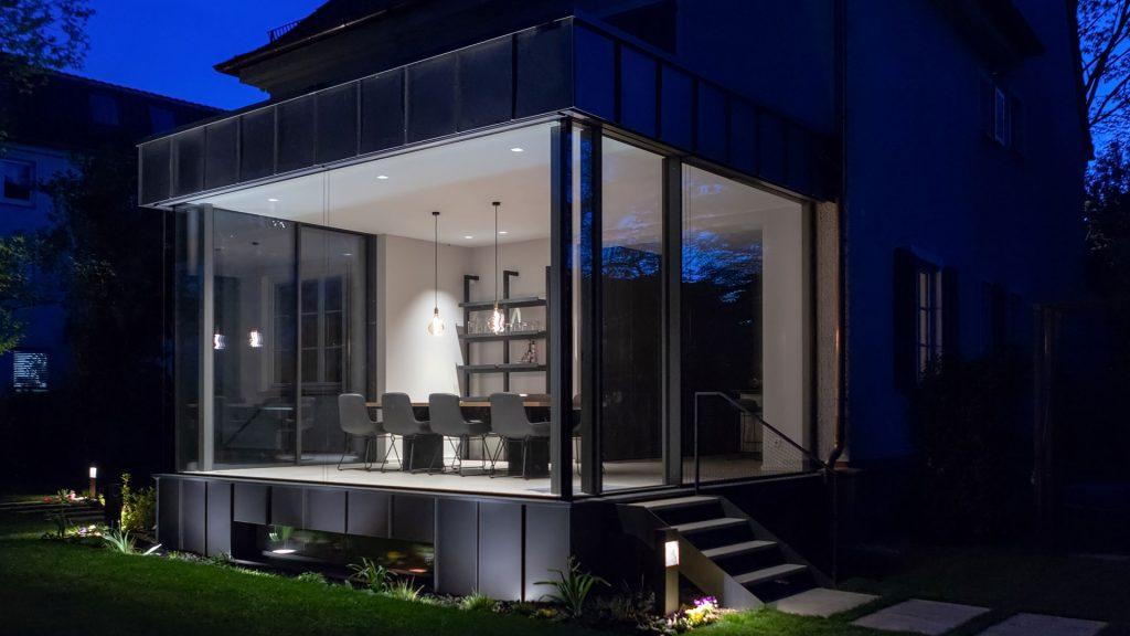Pavillon, Glas und Metall