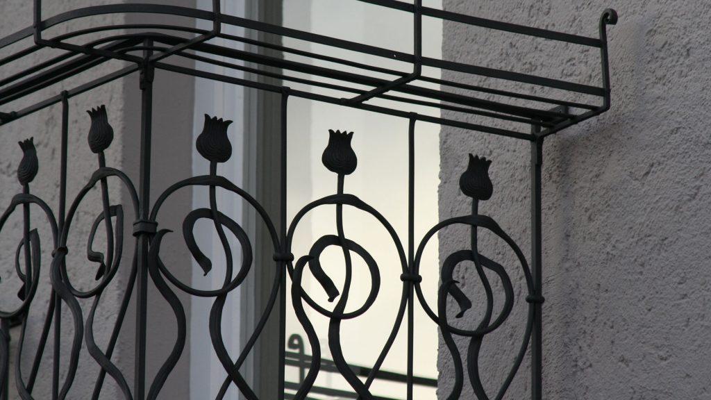 Balkon aus Metall, handgeschmiedet